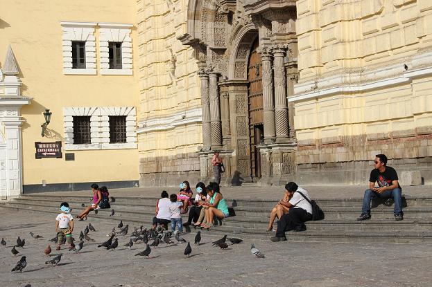 ボリビア・ペルー旅行:リマ 市内観光 サンフランシスコ教会・修道院 鳩