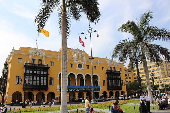 ボリビア・ペルー旅行:リマ 市内観光 マヨール広場 市役所
