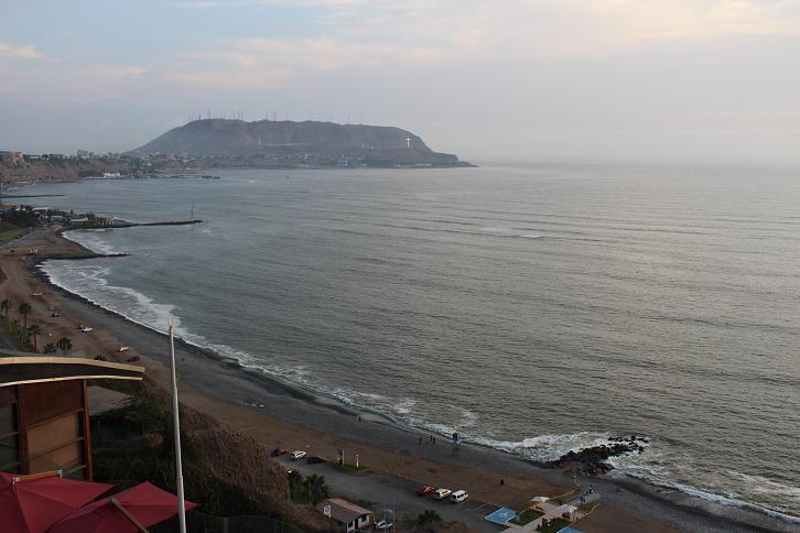 ボリビア・ペルー旅行:リマ ラルコマール・ショッピングセンター 海岸線