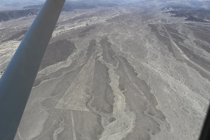 ボリビア・ペルー旅行:ナスカの地上絵 三角