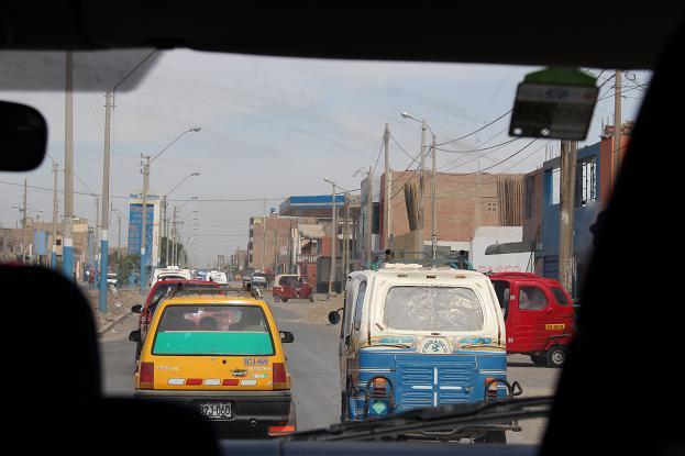 ボリビア・ペルー旅行:海岸砂漠 渋滞