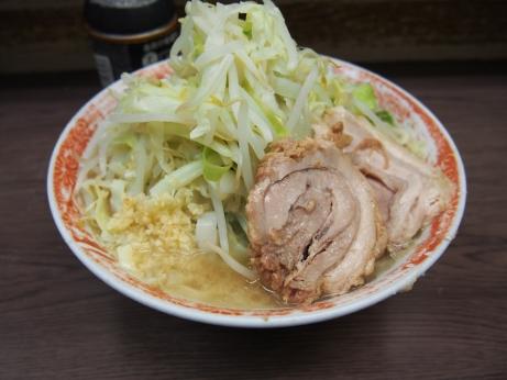 140826_横浜関内_小ラーメン_麺少な目_ヤサイニンニク