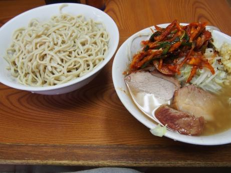 140908_亀戸_小ラーメン_つけ麺_タマネギキムチ_ヤサイニンニク