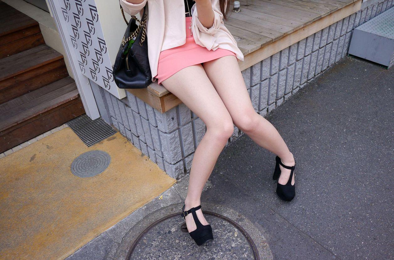 座ってる脚10