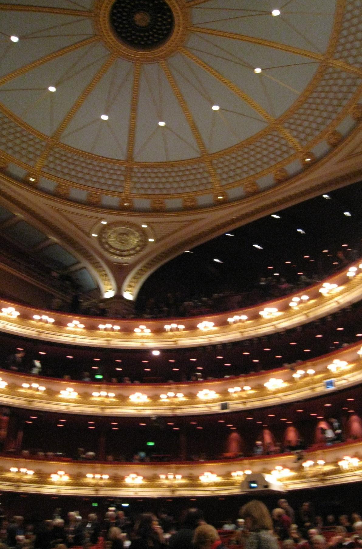 ロイヤルオペラハウス劇場内1