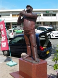 JR湯本駅 横笛を吹く人