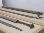 木装の鞘に鉄の刀が