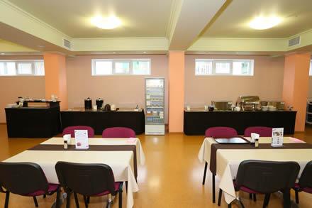 マルチサポートハウス②食堂ではビュッフェ形式の日本食を提供