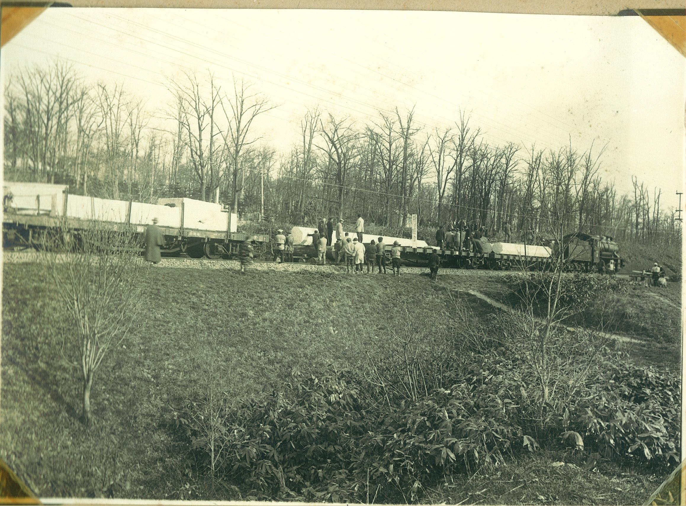 鳥居運搬機関車