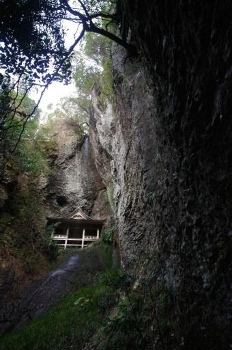 浮浪の滝の蔵王堂