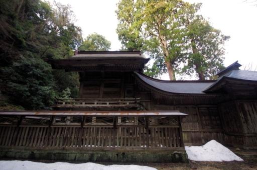 横から見た摩多羅神社