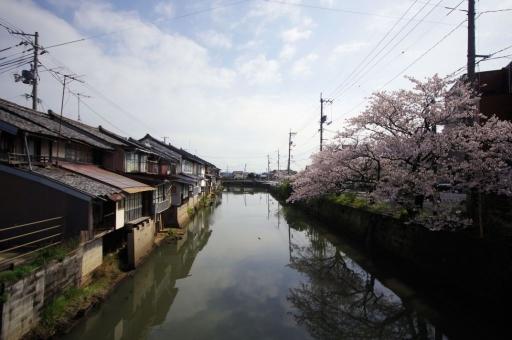平田船川沿いの風景