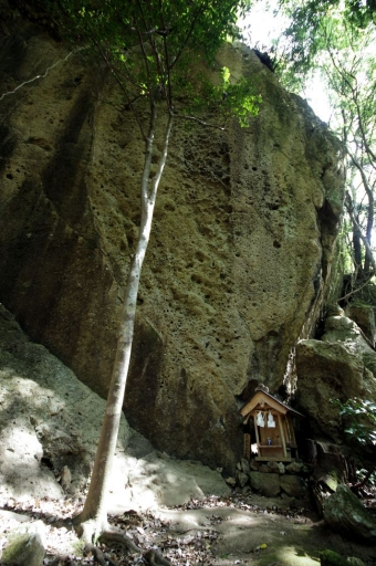 御陵神社の祠