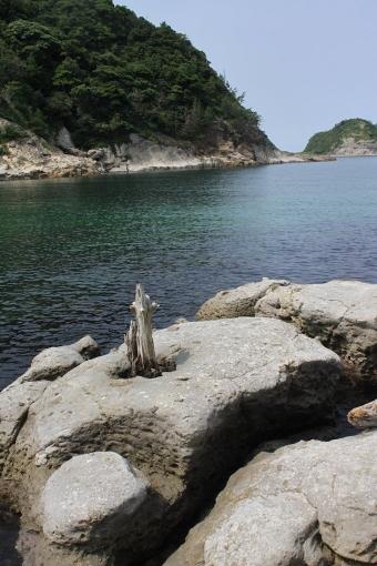 沖泊の鼻ぐり岩