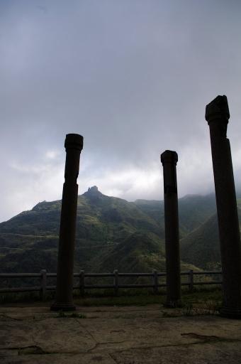 黄金神社と茶壺山