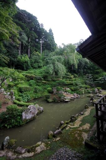 医光寺庭園の亀島
