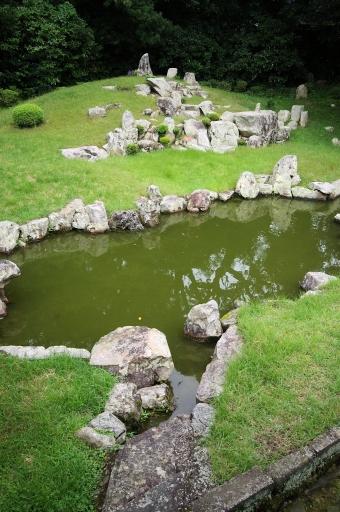 万福寺庭園の池