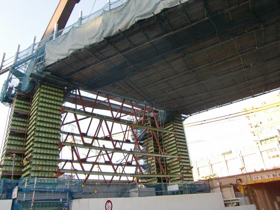城東貨物と工事中の橋10