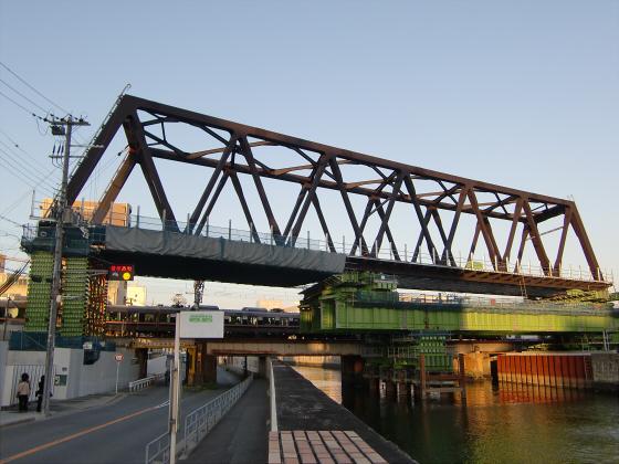 城東貨物と工事中の橋13