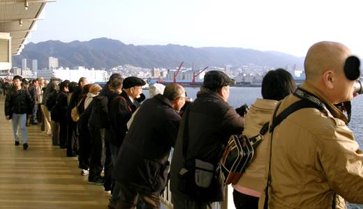 クイーン・エリザベス3世号神戸港初入港-1