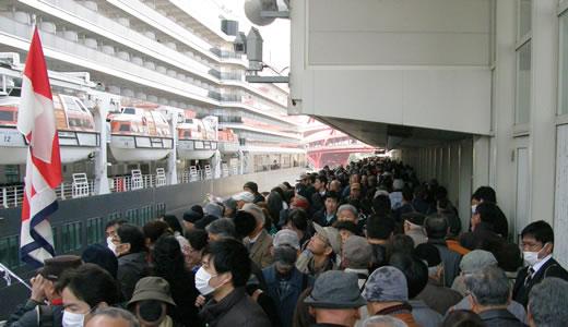 クイーン・エリザベス3世号神戸港初入港(2)-3