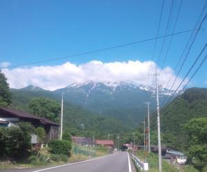 屋敷野より御嶽山を望む