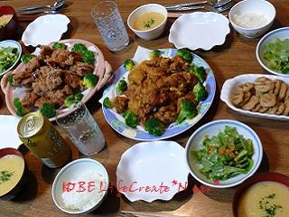 山盛りフライドチキン2種、ポテトガレット、コーンスープにサラダ