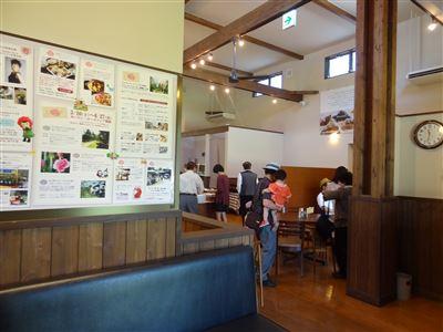大地のレストランの店内の様子