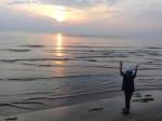 7KAN太との旅千里浜でバンザイ