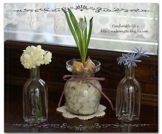 お部屋のムスカリ&小さな花瓶にweb用