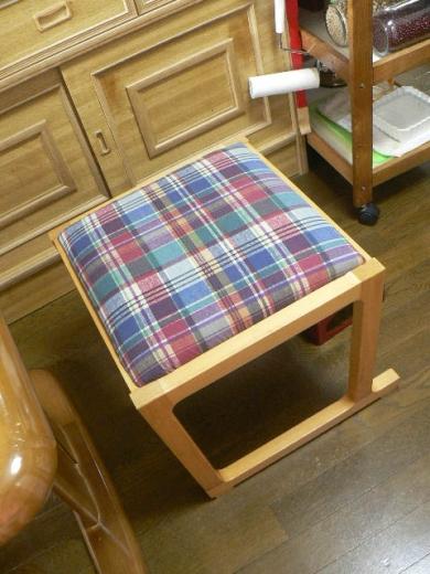 邪魔なトコを切り落としてもらったイデーの椅子
