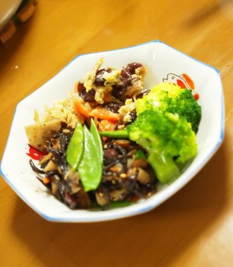 小豆入りヒジキとあずき入り炒り豆腐