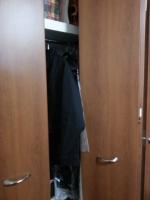 クローゼット扉開閉時に洋服があたる