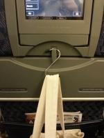 長時間フライトでも機内で快適に過ごすためにS字フック活用