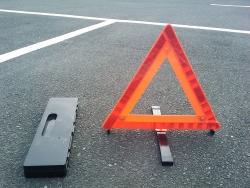 高速道路停車時には三角表示板