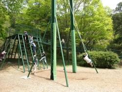 みやま公園の児童広場のターザンロープ