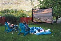 キャンプで映画をみるためのポータブル120インチスクリーン