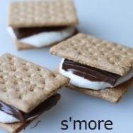 【必見キャンプ生活】 キャンプで子供と作るお菓子「スモア(s'more)」♪焼きマシュマロ+板チョコをクラッカーでサンド!