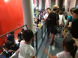 全球型映像施設「シアター36○」 混雑