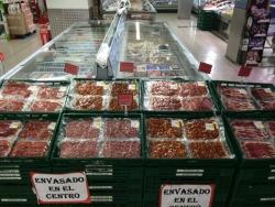 スペインのスーパーの生ハム売り場