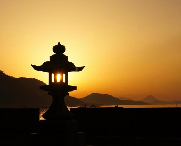 毘沙門の夜明け1 (600x485)