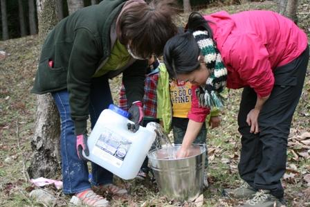 原木キノコ植菌8 水を加えて混ぜる