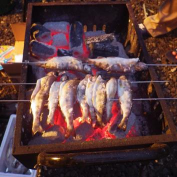 ヤマベを焼く