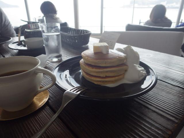 ホットケーキと白金コーヒー