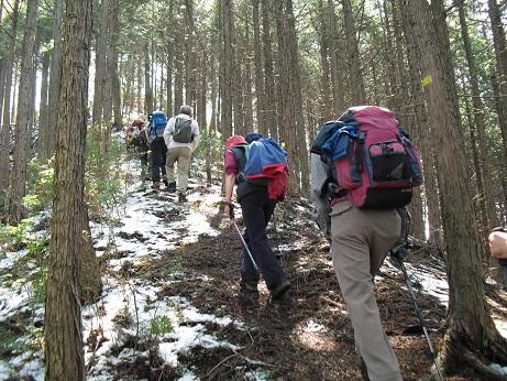 7 栃ケ山へ向かう・雪が残る