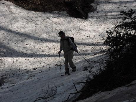 8 標高1100mから行者谷を滑り降りる