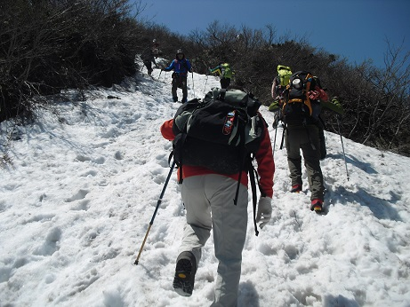 9 夏山登山道6合目上の残雪