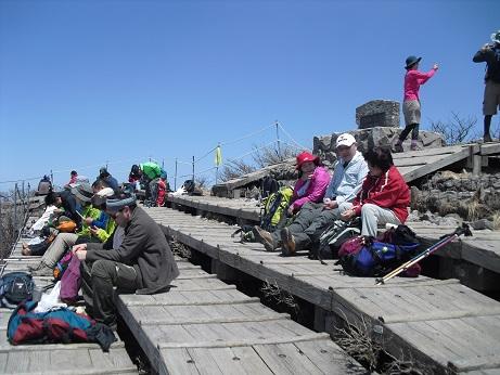 16 夏山登山道・弥山頂上で昼食