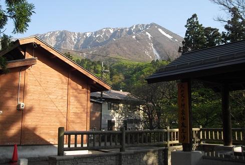 12 大山火の神岳温泉足湯から大山を望む