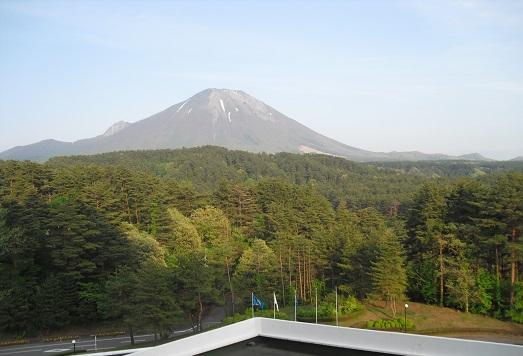 15 宿の窓から大山の全景